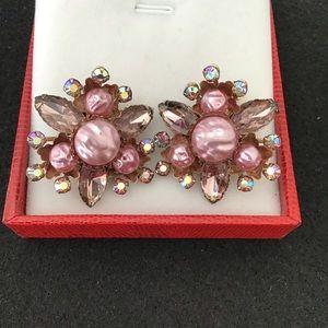 Vintage rhinestone faux Pearl clip on earring.